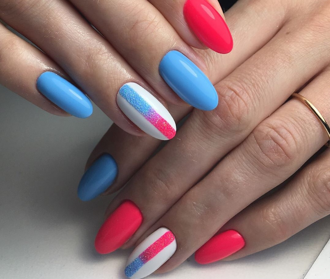 bright-combinations-of-shades-in-manicure