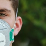 english-climatologist-has-created-medical-masks-that-reflect-the-process-of-global-warming
