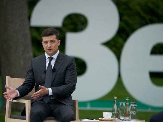 "zelensky-said-that-he-was-""just-a-man"",-and-asked-for-a-minute"