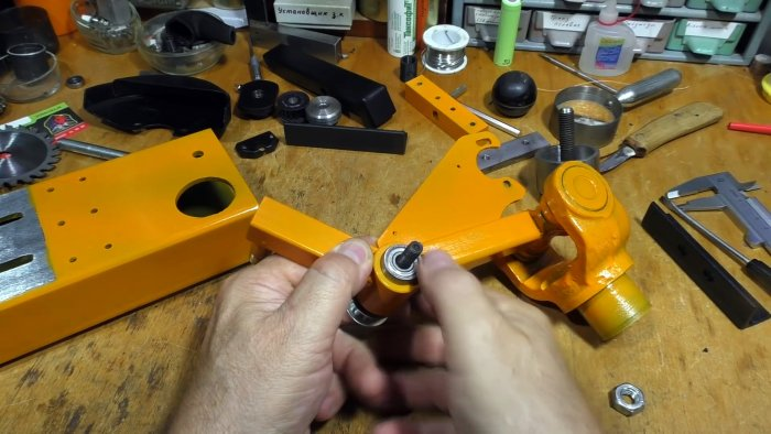 How to make a low-voltage mini cutting machine from a cardan crosspiece