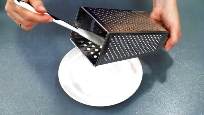 Why do experienced housewives grease a grater
