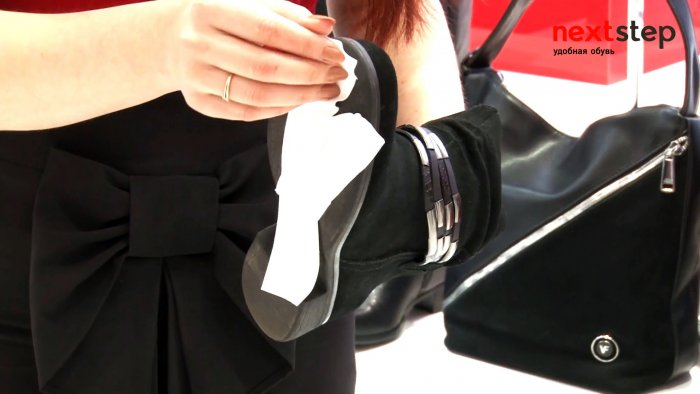 Apply an adhesive plaster to the sole