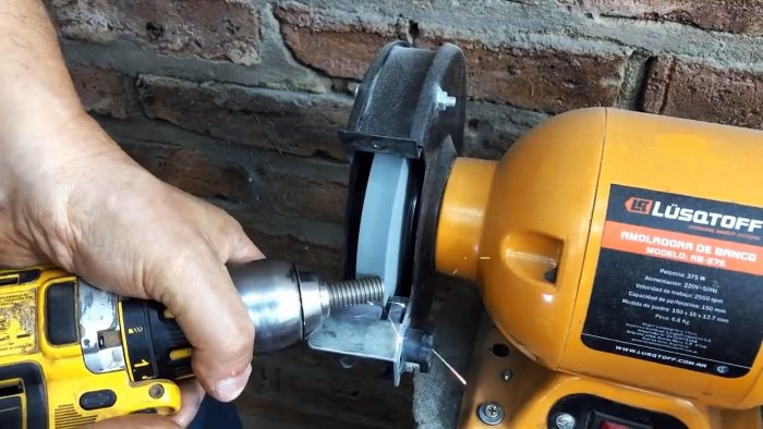 Mini lathe from a broken grinder and drill