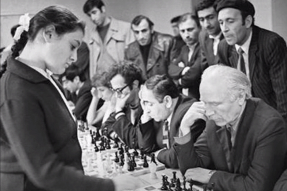 Young Vera Menchik conducts a simultaneous game session.
