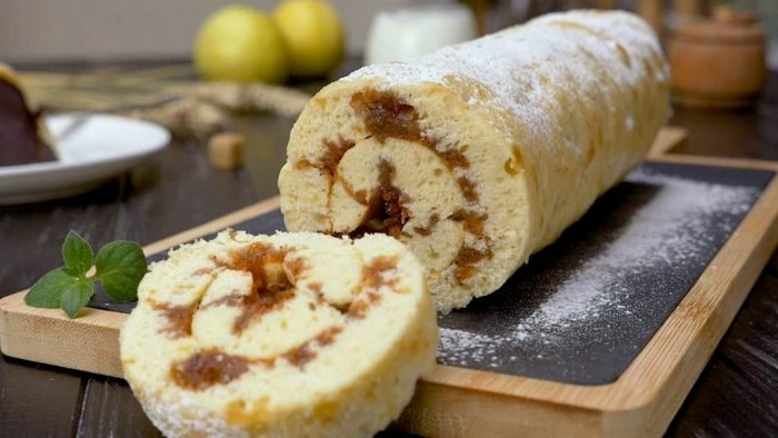 Apple and Nuts Sponge Roll Recipe