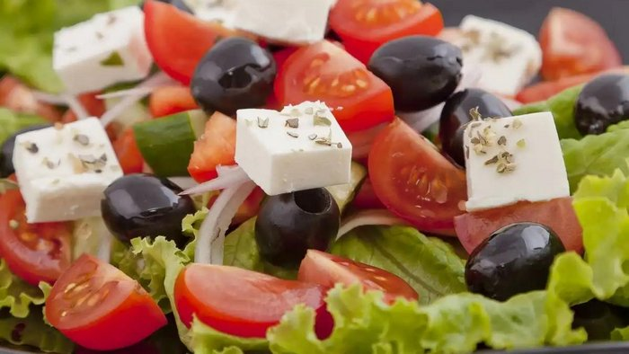 How to cook a Greek salad according to the rules