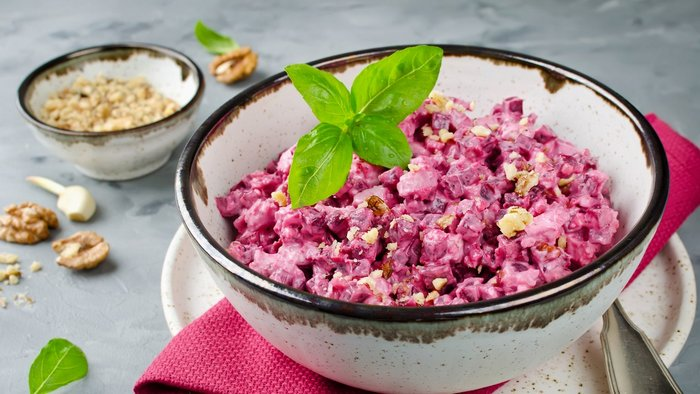 How to make chicken and beet salad