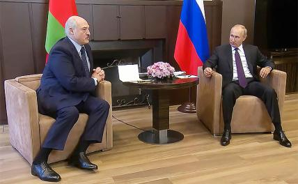 In the photo: President of Belarus Alexander Lukashenko and President of Russia Vladimir Putin (left to right) during a meeting