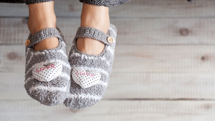 How to make slippers from foil insulation