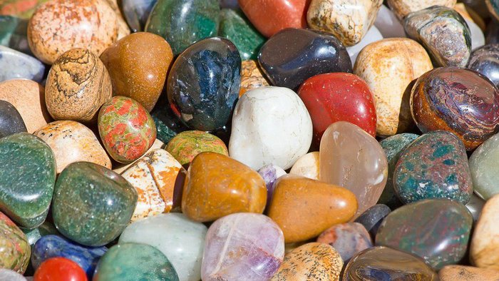 What stones improve the energy of the house