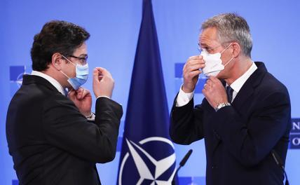 Photo: Ukrainian Foreign Minister Dmytro Kuleba (left) and NATO Secretary General Jens Stoltenberg (right) after a press conference at NATO headquarters