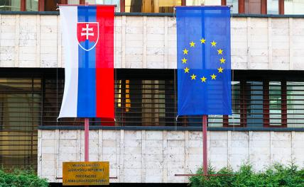 In the photo: flags on the building of the Slovak Embassy on Julius Fucik Street.