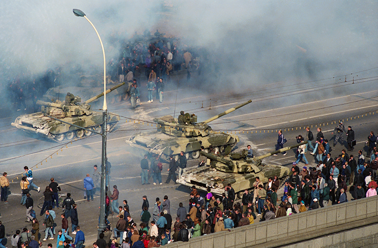 In the photo: tanks near the White House.
