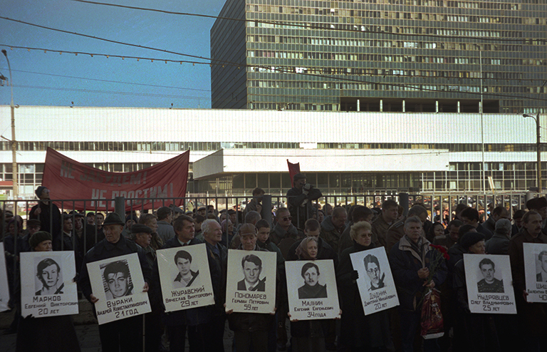 In the photo: during the funeral meeting in Ostankino.