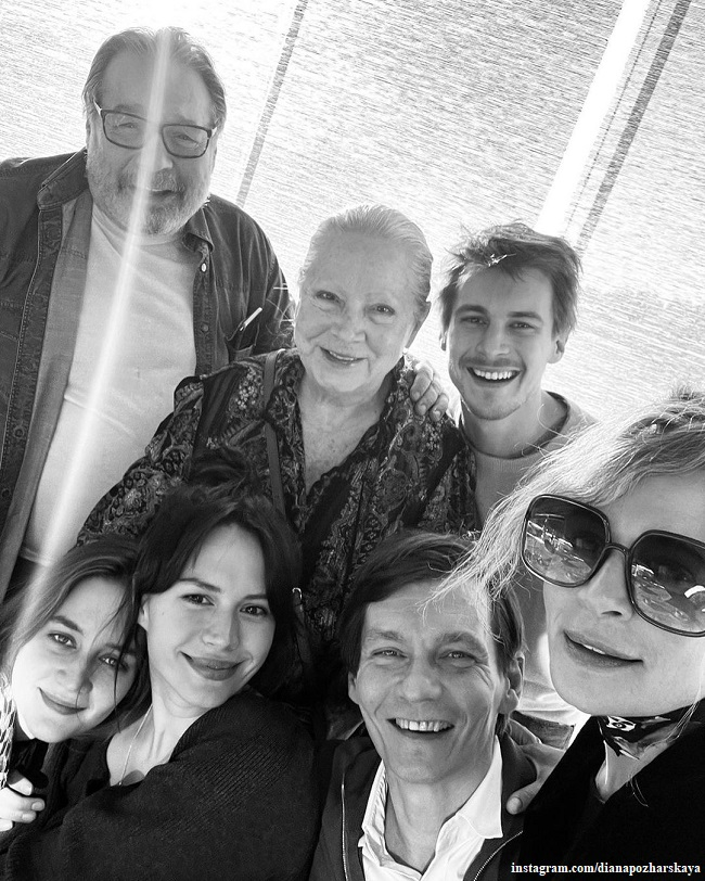 Philip Yankovsky with his mother, wife, children Ivan and Liza and daughter-in-law Diana Pozharskaya Pozhrs
