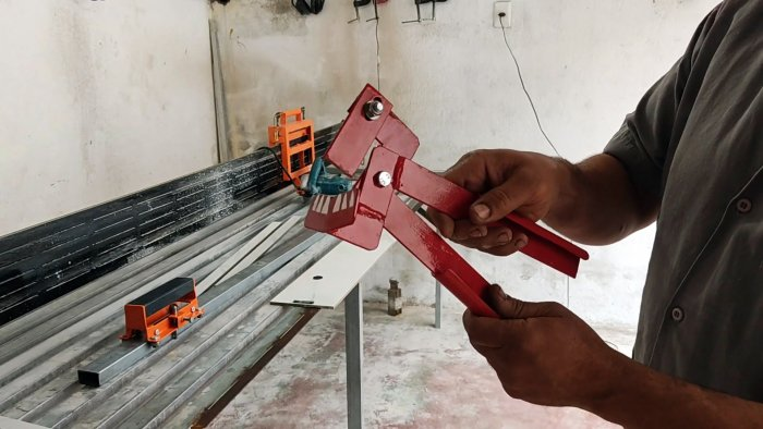 How to make devices for even fracture of porcelain stoneware along the cutting line