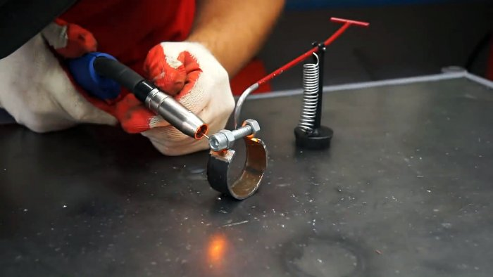 Miniature and functional do-it-yourself grinder for the grinder