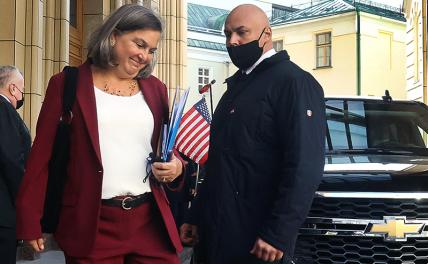 In the photo: US Deputy Secretary of State Victoria Nuland outside the Russian Foreign Ministry.