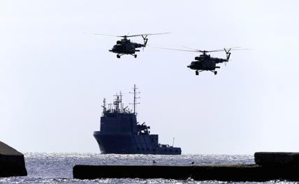 In the photo: a ship and two helicopters of the Ukrainian Navy.